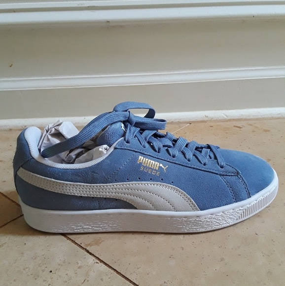 purchase cheap 94cb0 961fb Puma Suede Sneakers NWT